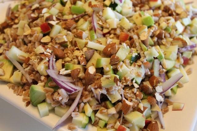 Perlespeltsalat med æbler, avokado og pesto 1