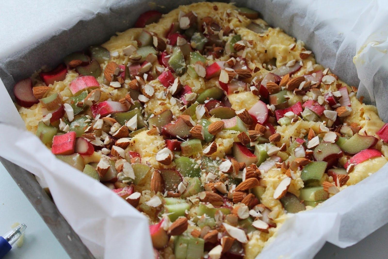 Rabarberkage med marcipan og mandler