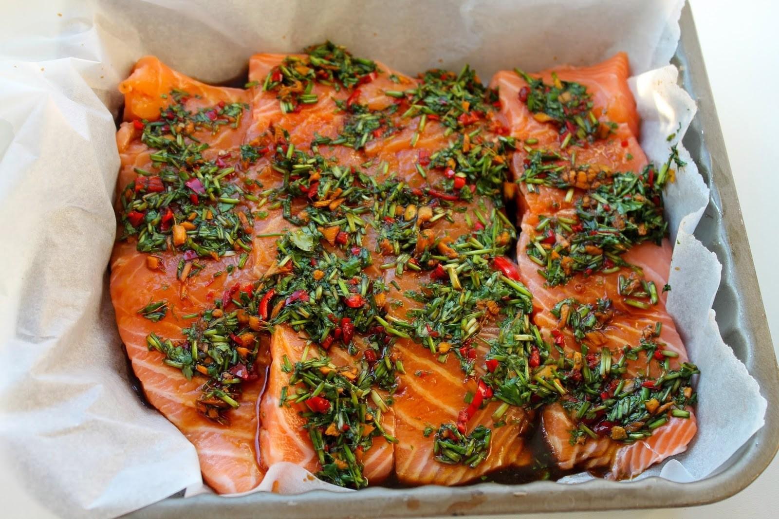 Asiatisk laks med soya, ingefær og krydderurter