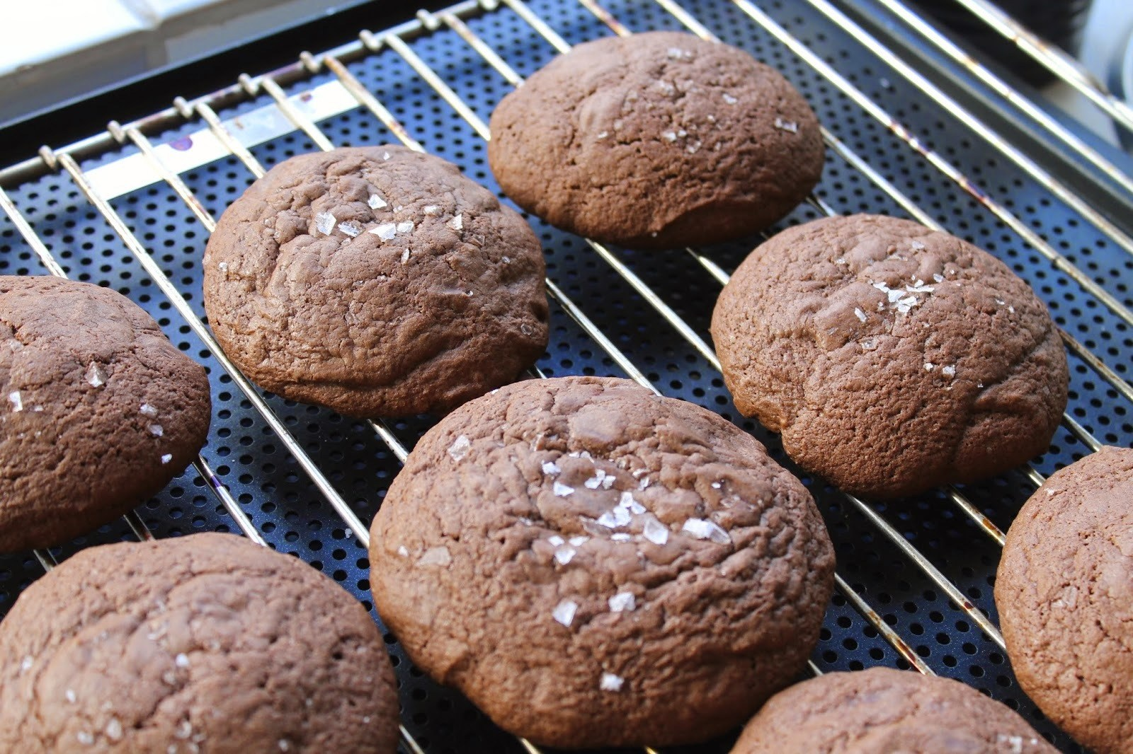 Brownie cookies medchokolade og havsalt