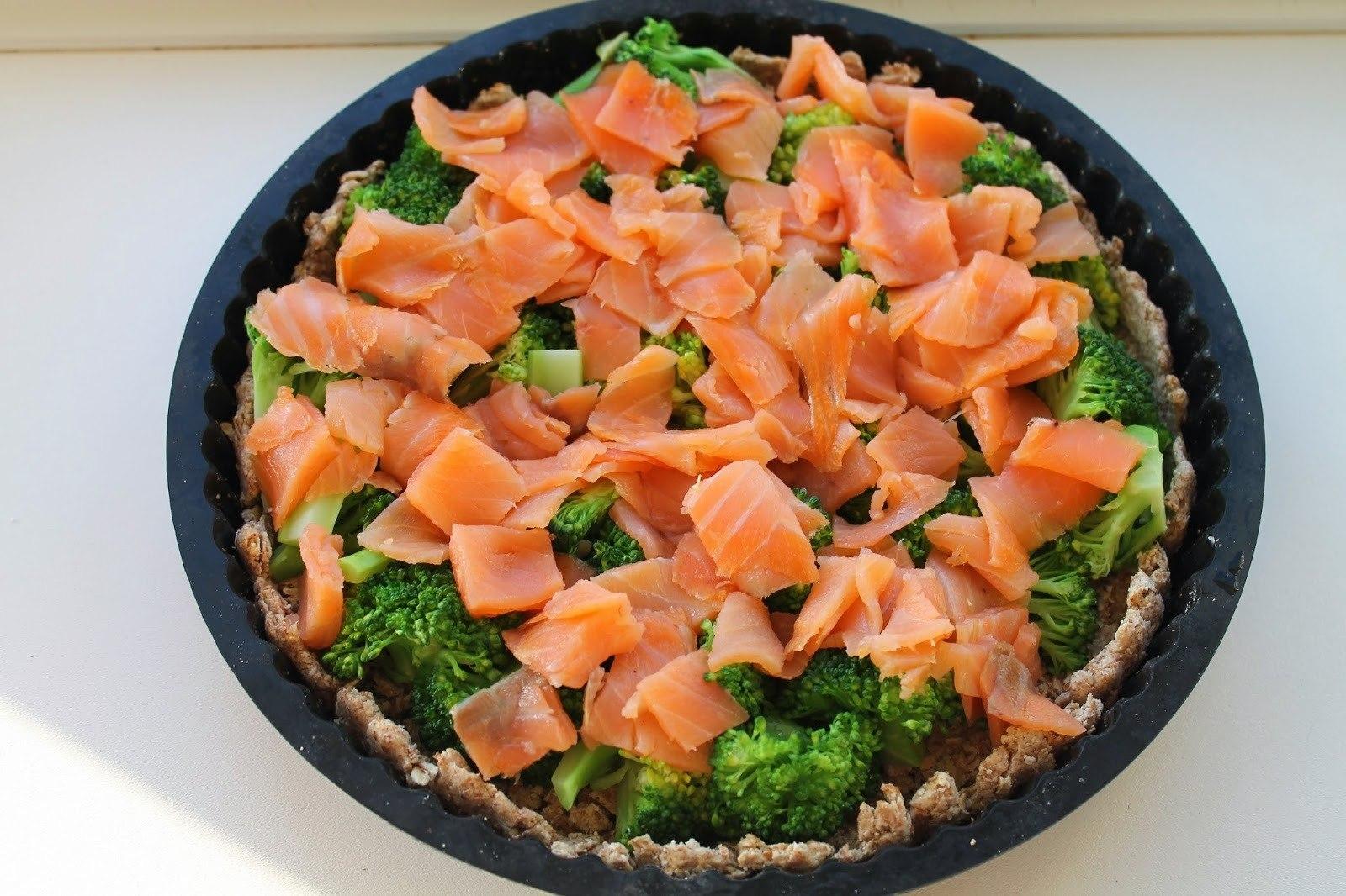 Tærte med røget laks og broccoli