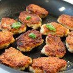 kyllingefrikadeller med krydderurter