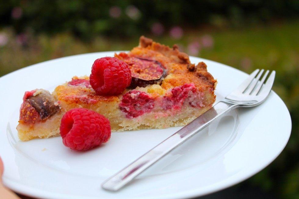 Figentærte med friske hindbær og marcipan