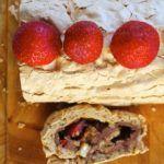 Marengsroulade med lakrids, chokoladeganache og jordbær