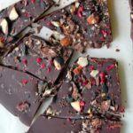 Chokoladebrud med lakrids og mandler