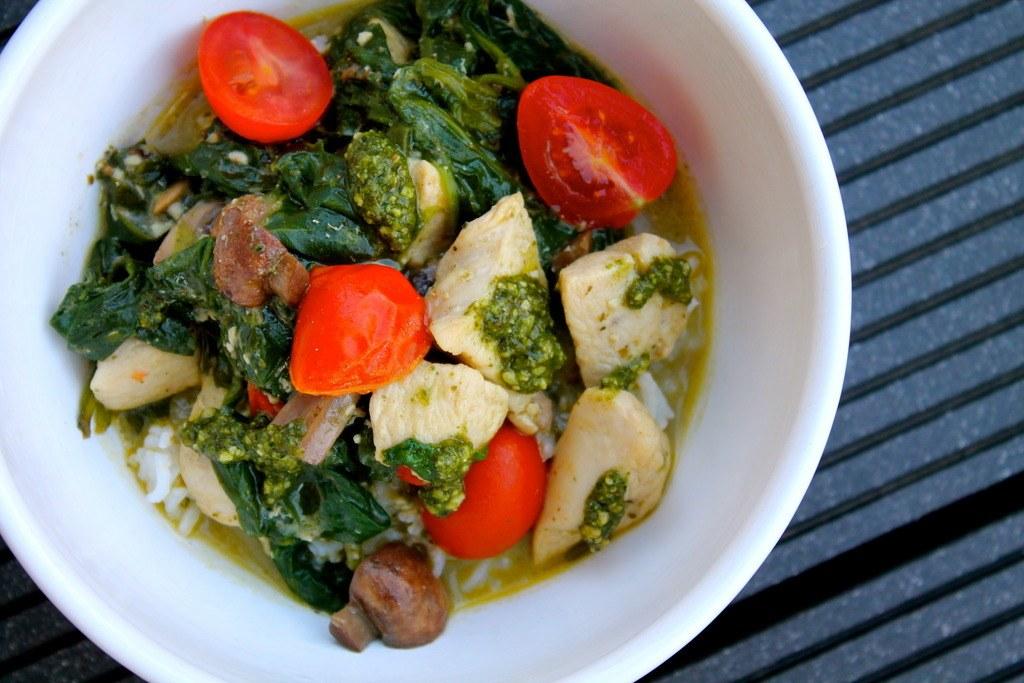 Lynstegt kylling med svampe, pesto, spinat og tomater photo IMG_4926_zpsmxvz55dm.jpg