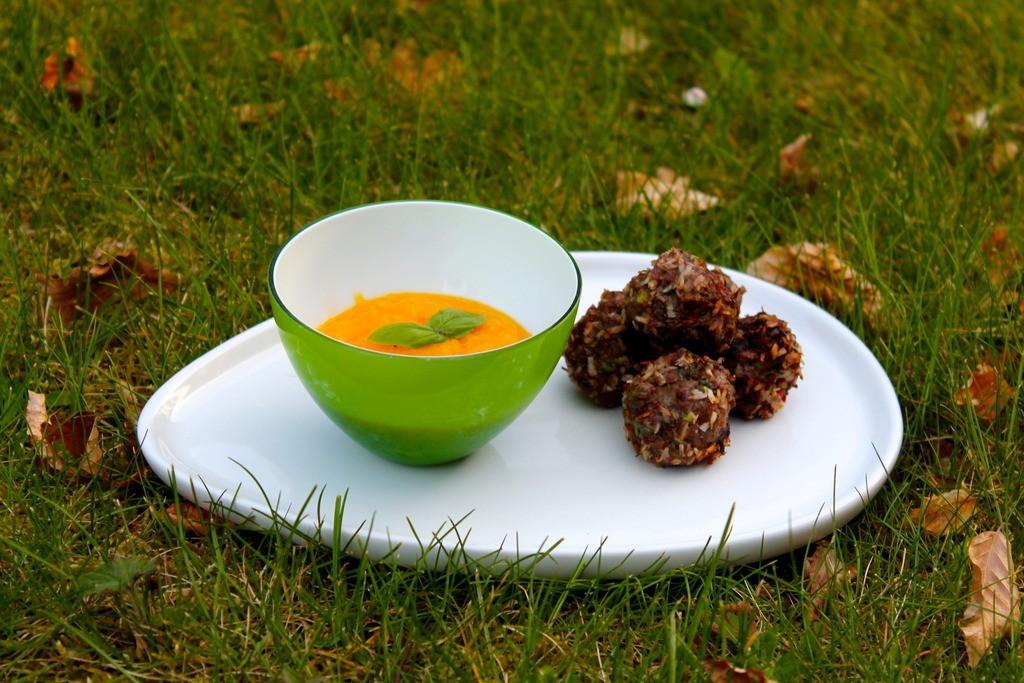 Grillede kødboller med kokos og spicy mangodip