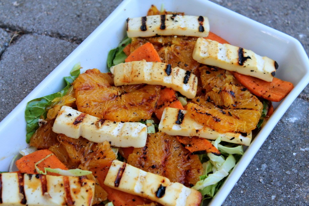 Grillet salat med gulerødder, appelsiner og grillost photo IMG_5079_zpsm8lcqxzb.jpg