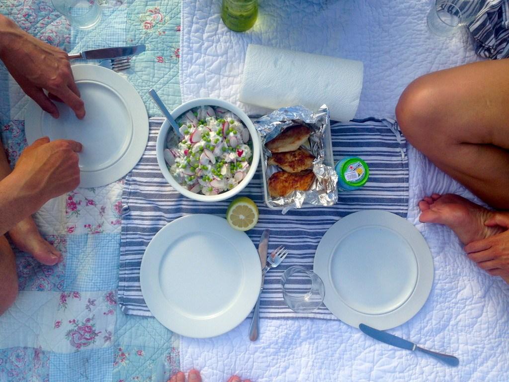 Kold kartoffelsalat med nye ærter og radiser photo FullSizeRender_zpsgexclpwg.jpg