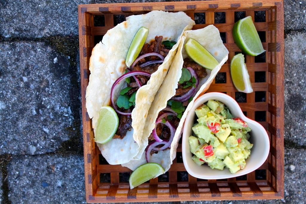 Hjemmelavede tacos med pulled beef og avocado-salsa photo IMG_5428_zpsiud6bhm2.jpg