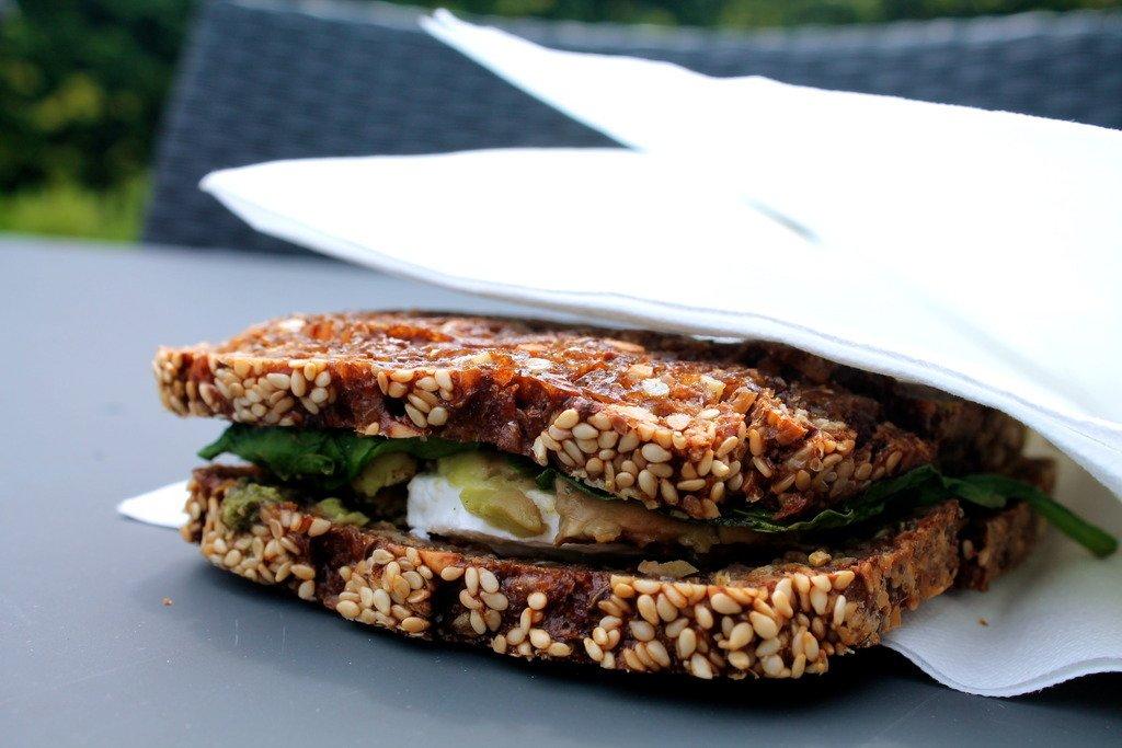 Ristet rugbrødssandwich med avocado, spinat, pesto og gedeost photo IMG_5481_zpsnwsq2wgo.jpg