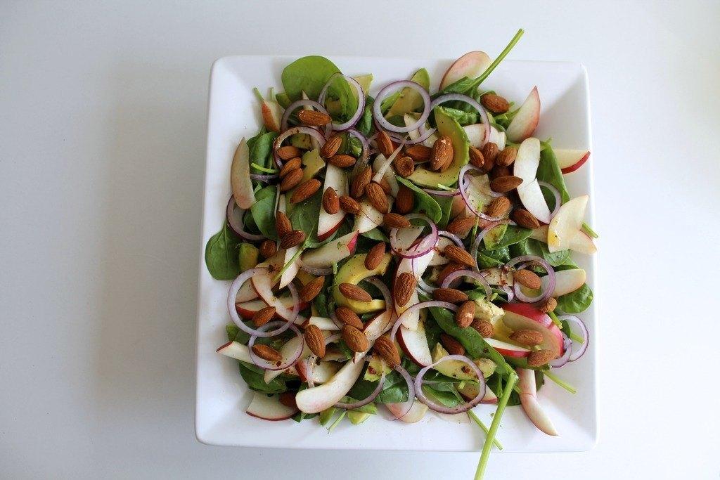 Spinatsalat med nektariner, avocado og krydderristede mandler photo IMG_5549_zpso3czs1rq.jpg