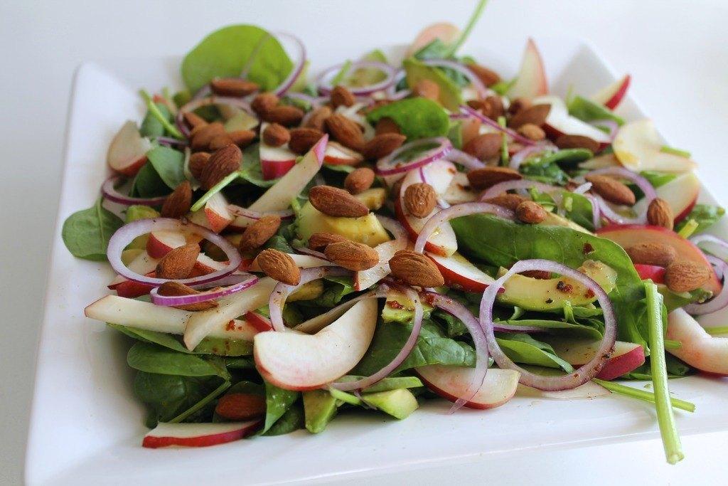 Spinatsalat med nektariner, avocado og krydderristede mandler photo IMG_5554_zps1gnvmrhs.jpg