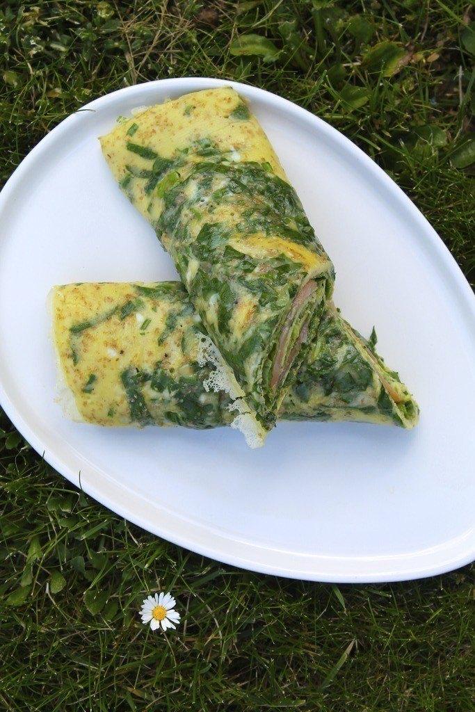 æggewrap med laks, avocado og pesto
