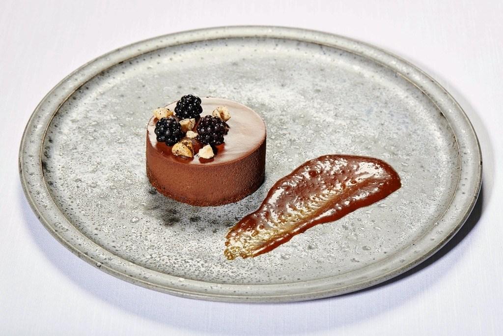 Chokolademousse med kaffe og ingefærkaramel på bastogne-kiksebund