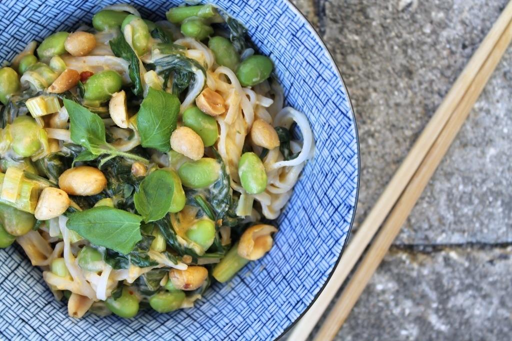 Asiatisk inspirerede risnudler med edamame, spinat og cremet peanutbuttersauce photo IMG_5712_zpsp4mvhuad.jpg