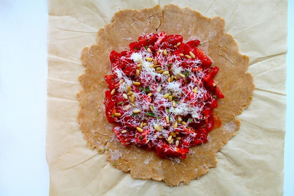 Tomatgalette med frisk timian, vesterhavsost og pinjekerner photo IMG_6367_zps2avdsgqu.jpg