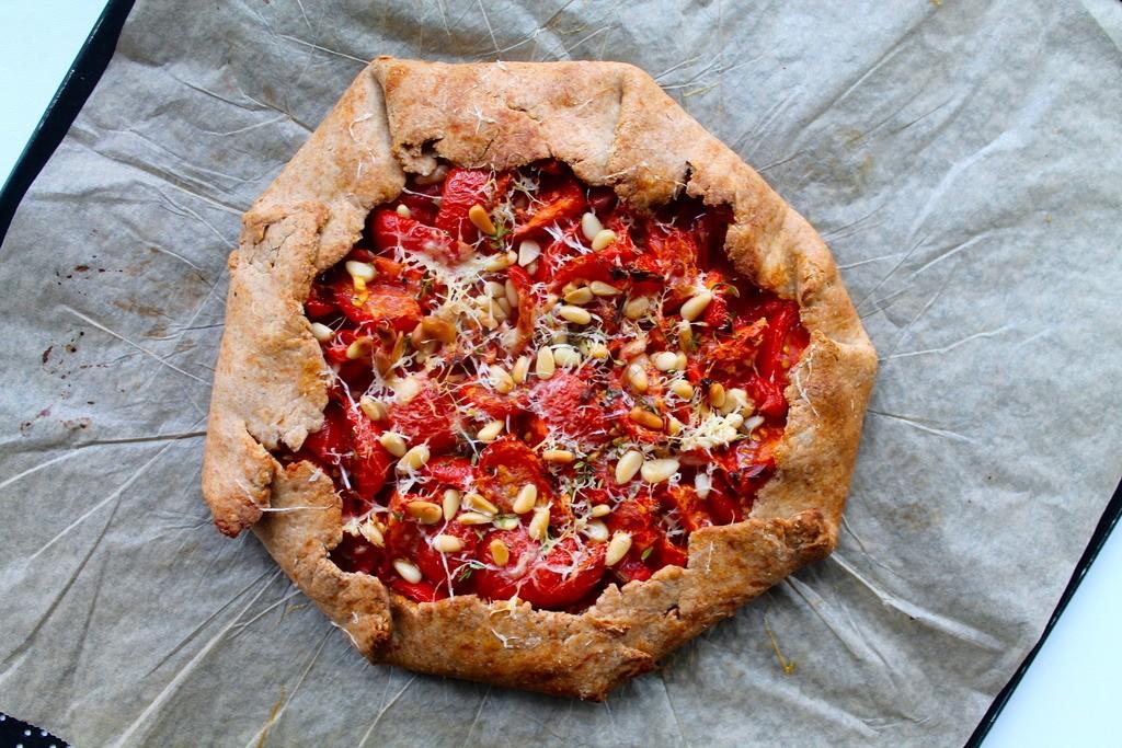 Tomatgalette med frisk timian, vesterhavsost og pinjekerner photo IMG_6379_zpshqmzso1g.jpg
