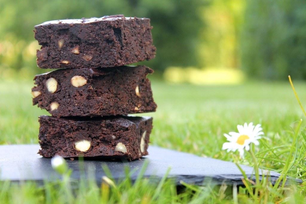 Svampet, glutenfri brownie med sorte bønner