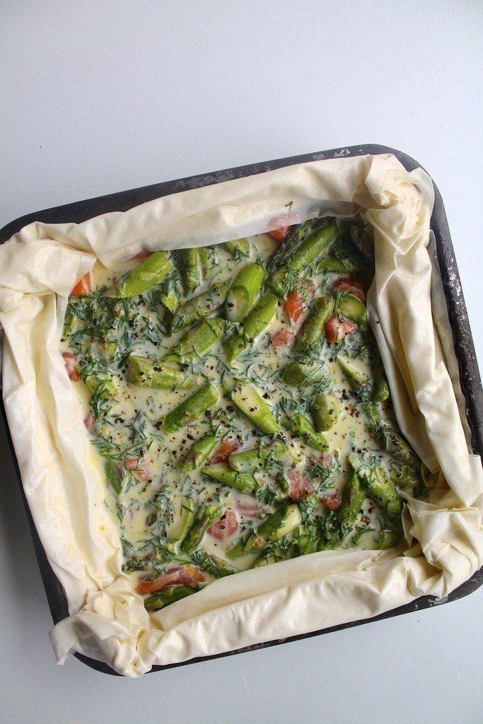 Nem laksetærte af filodej med spinat og asparges
