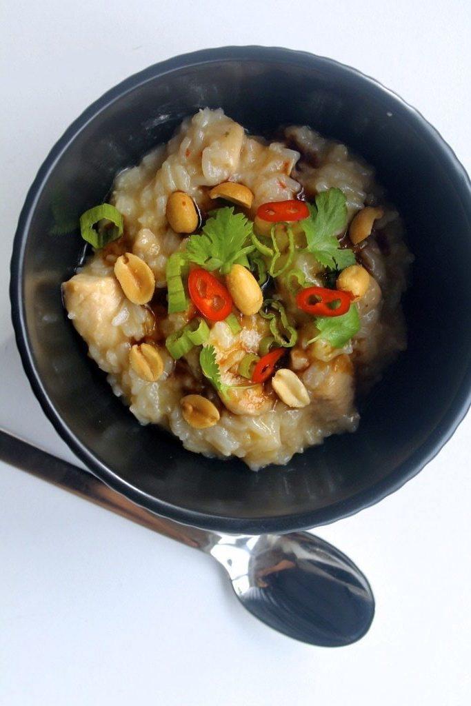 Congee med kylling og peanuts