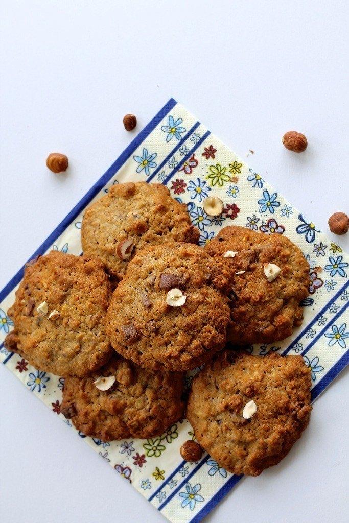 Cookies med mælkechokolade og hasselnødder