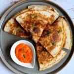 quesadillas med chorizo, avocado, bønner og ost