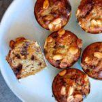 Bananmuffins med peanutbutter, dadelkaramel og mørk chokolade