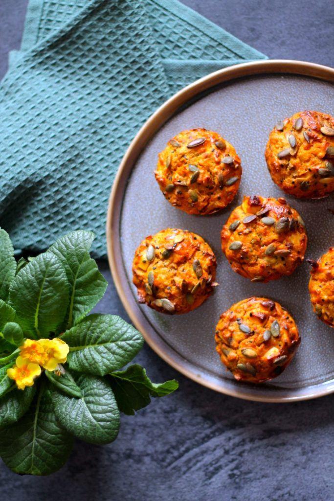 Madmuffins med gulerødder, kerner og feta