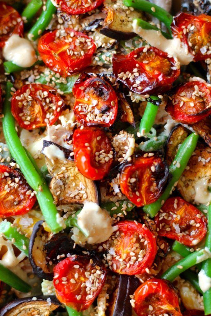 Pastasalat med langtidsbagte tomater, aubergine og tahindressing