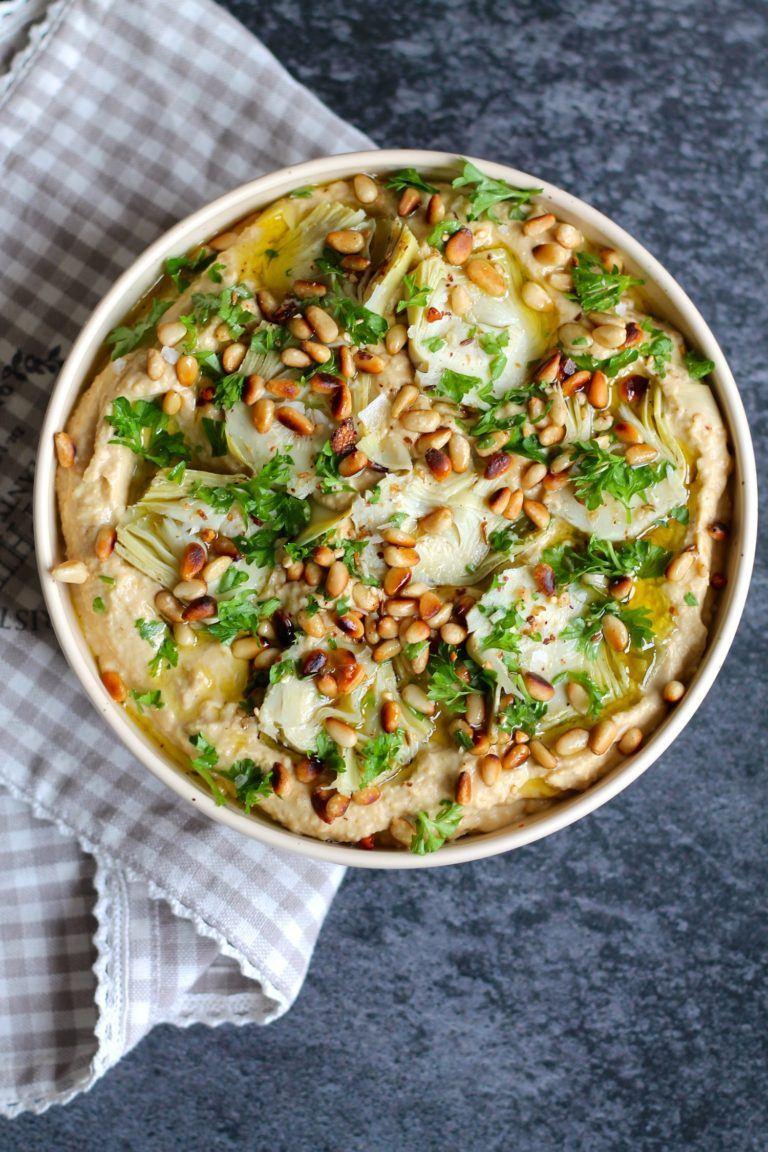 Hummus med artiskokker, pinjekerner og olivenolie