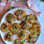 Knuste kartofler med hvidløgssmør og parmesan