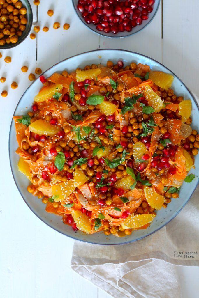Marokkansk gulerodssalat med sprøde kikærter og tahindressing