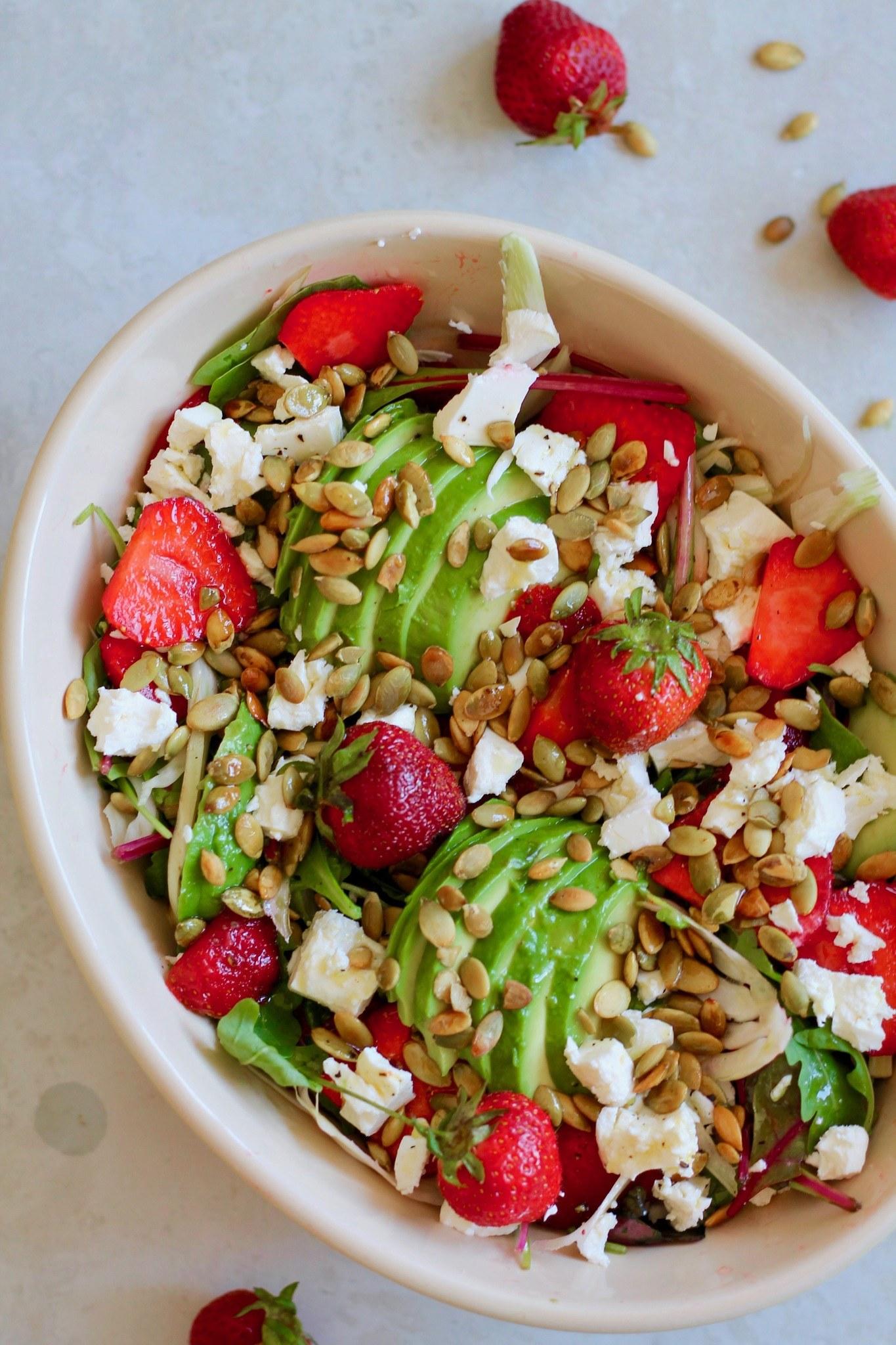 Jordbærsalat med avocado, fennikel og feta