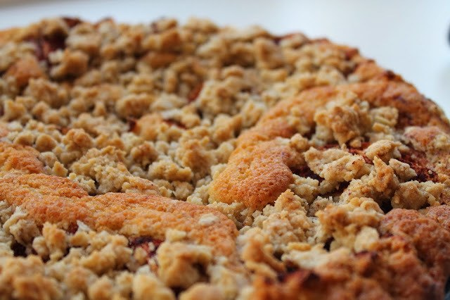 Bagt æblekage med crumble