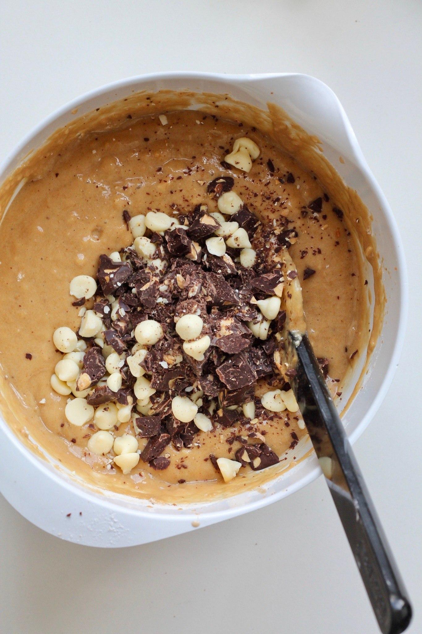 Bananbrød med peanutbutter og chokolade