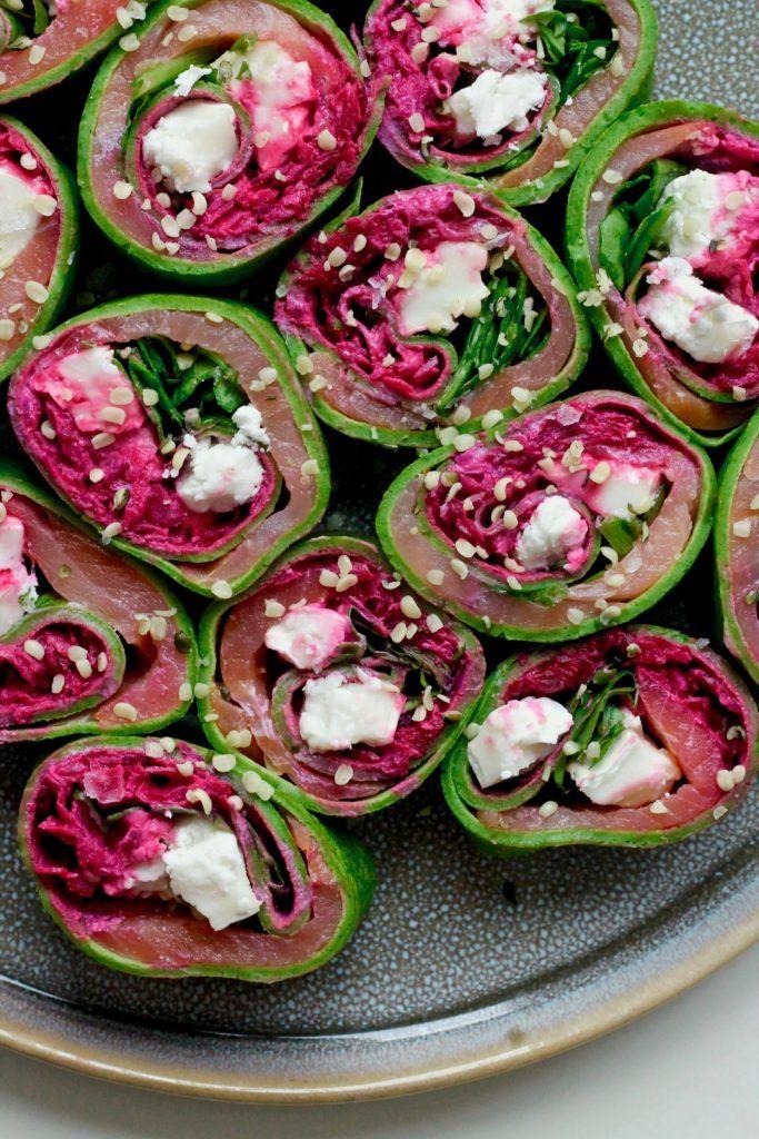 Spinatpandekager med laks, rødbedecreme og gedeost