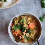 Grøntsager i rød karry og kokosmælk