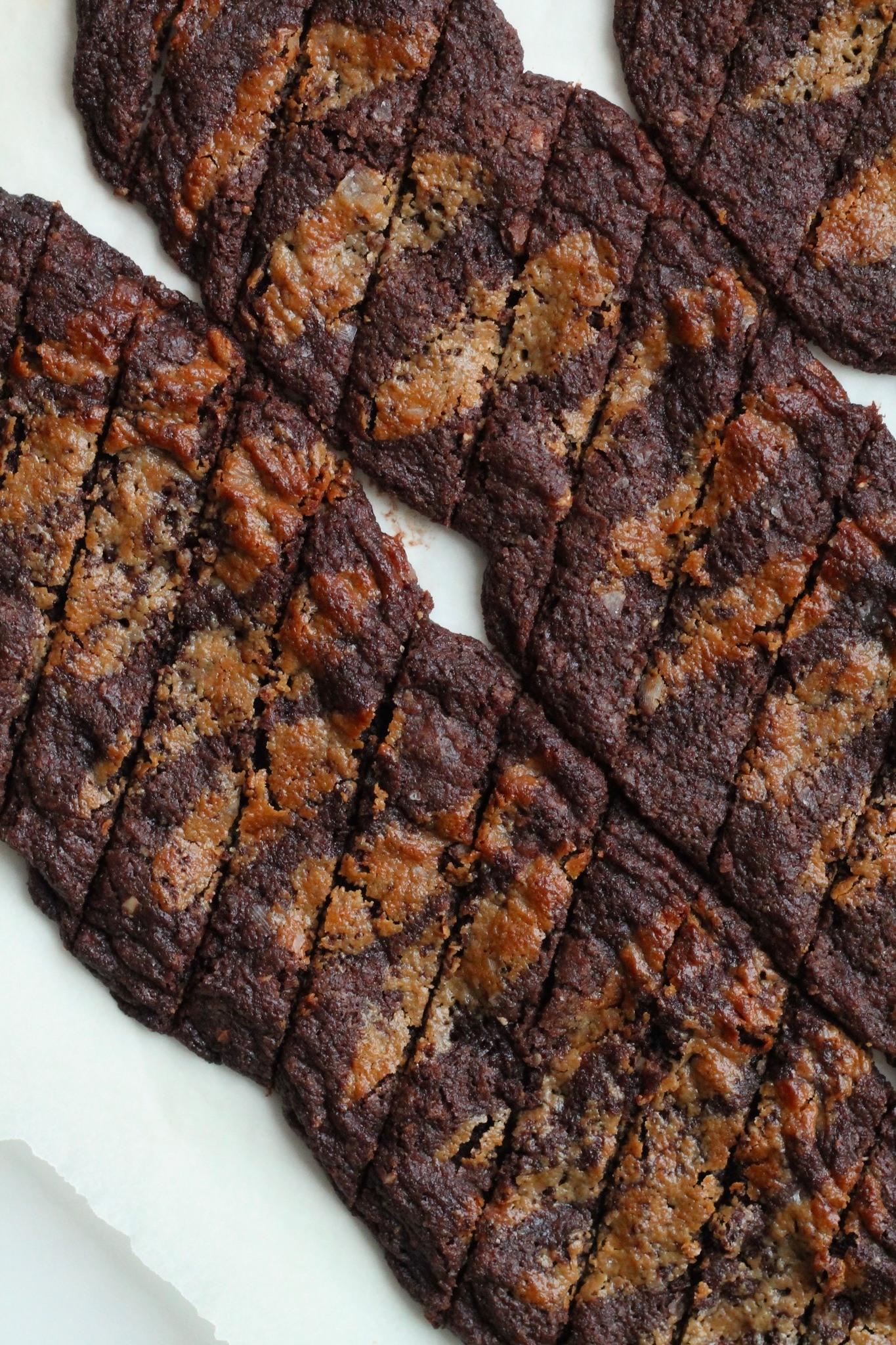 Chokoladesnitter med tahin-karamel