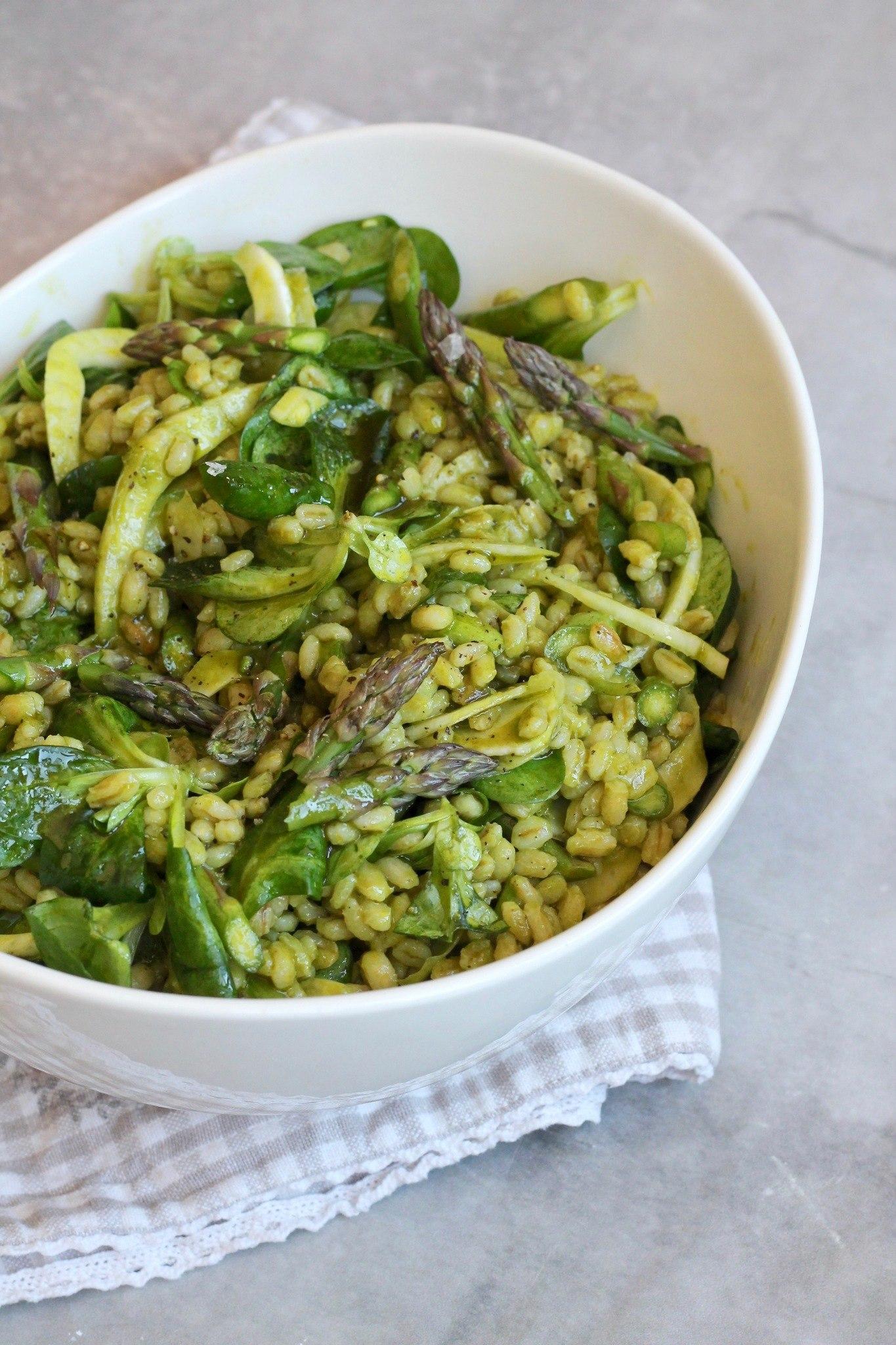 Perlebygsalat med asparges, fennikel og urtedressing 4