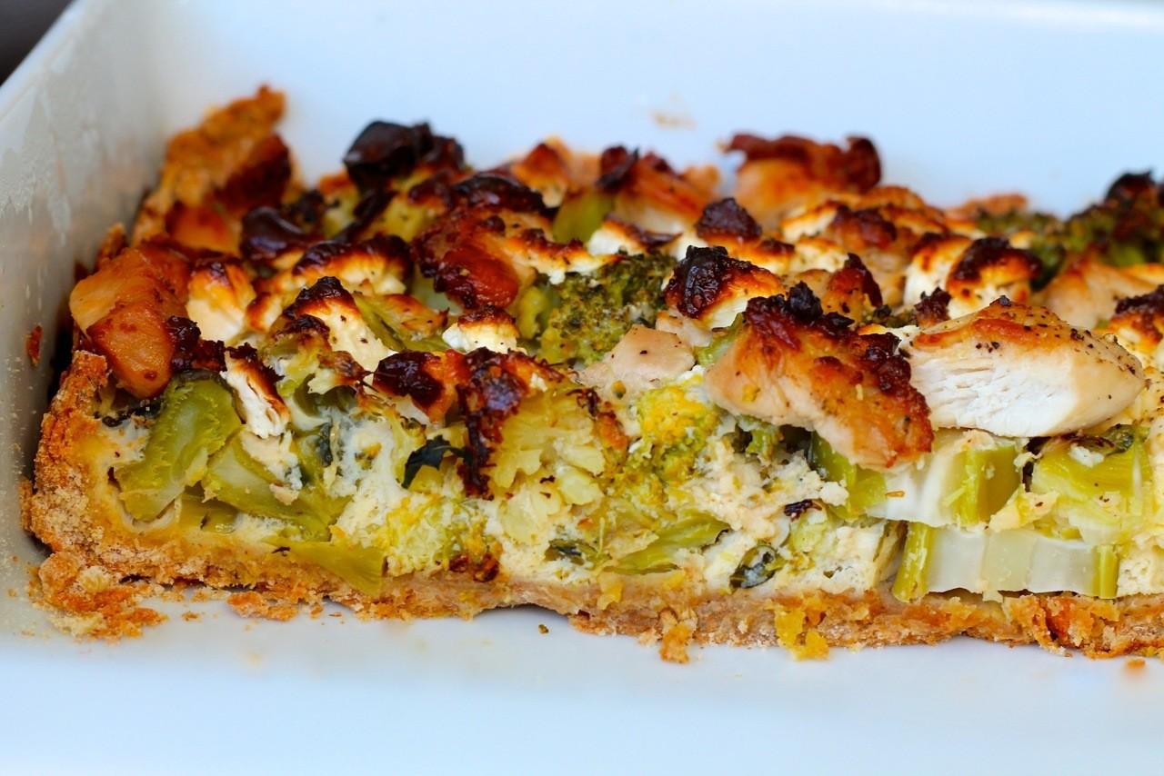Tærte med kylling, broccoli og feta
