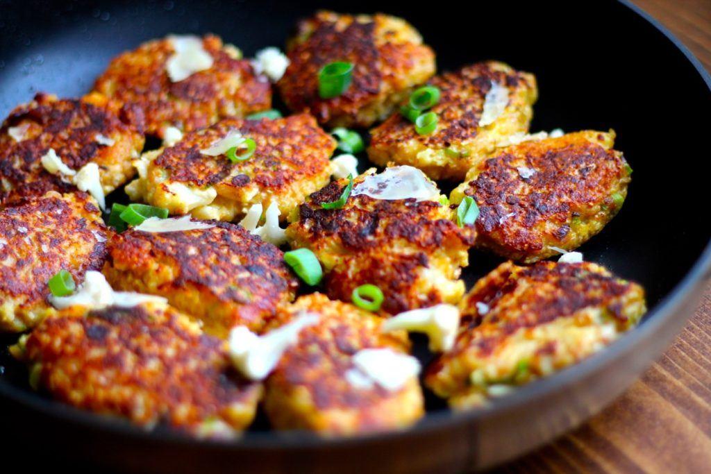 Blomkålsdeller med parmesan - vegetariske frikadeller med blomkål