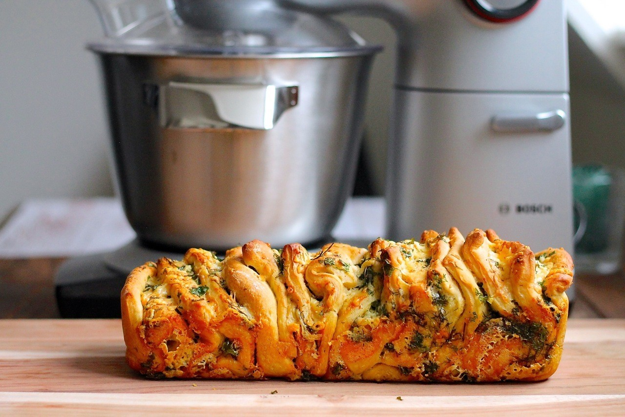 Pull apart brød med hvidløgssmør, persille og ost