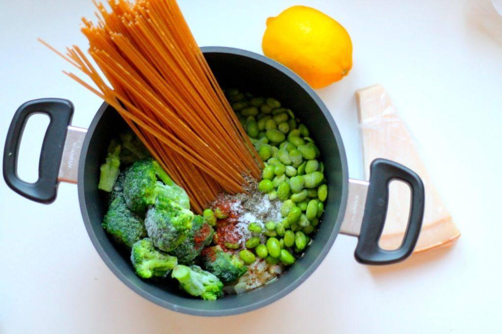 vegetarisk one pot pasta med broccoli og parmesan