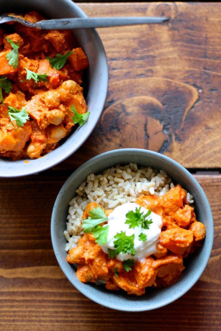 Vegetarisk curry med kokosmælk, kikærter og græskar
