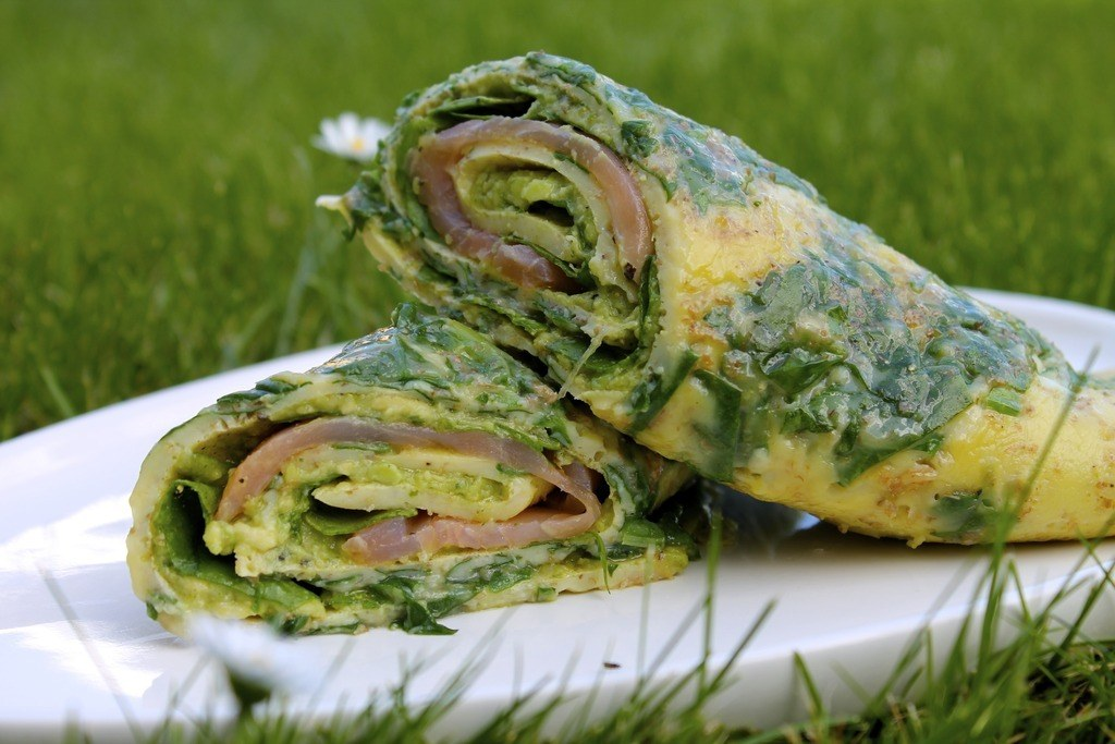 Spinat-æggewrap med laks, avocado og pesto photo IMG_5639_zpscil0odum.jpg