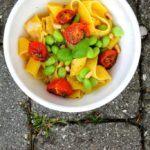Sommerpasta med citron-flødesauce, edamamebønner og langtidsbagte tomater 2