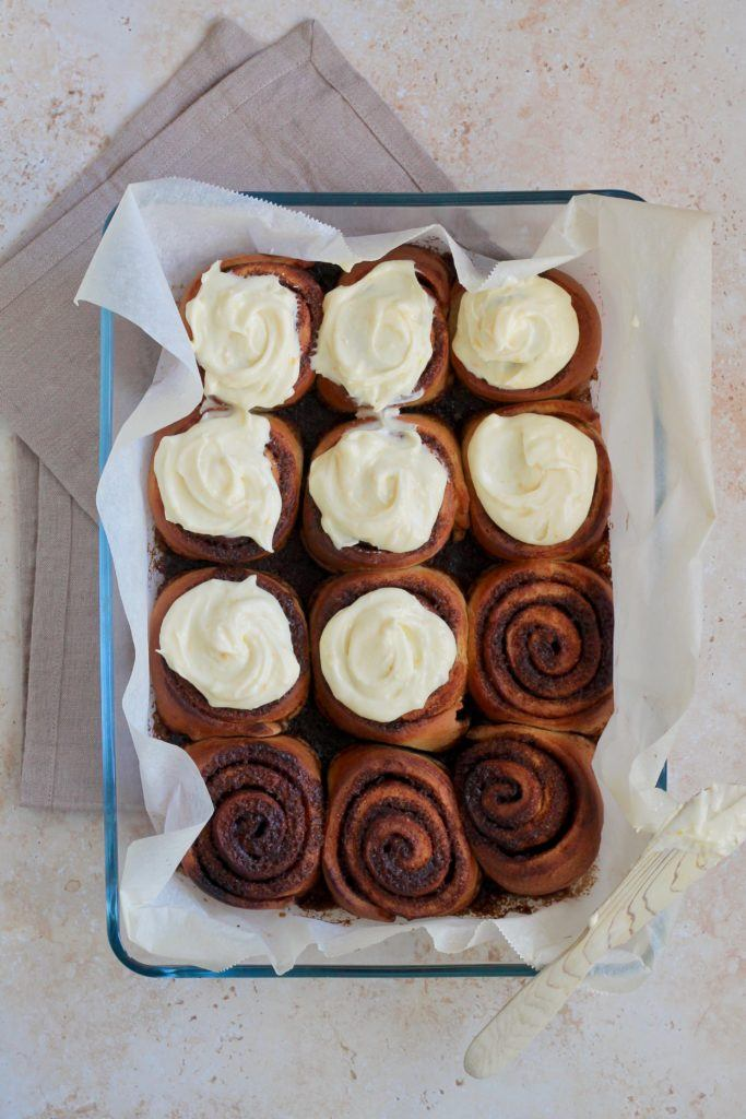 Kanelsnegle med cream cheese frosting