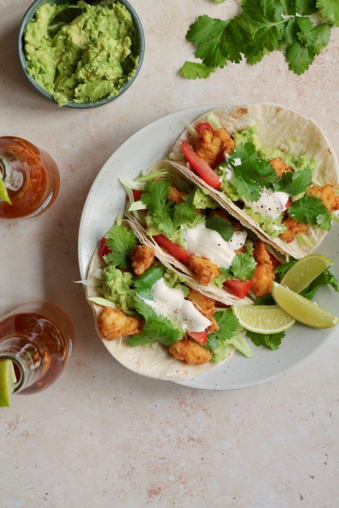 Tacos med sprød kylling og guacamole fried chicken